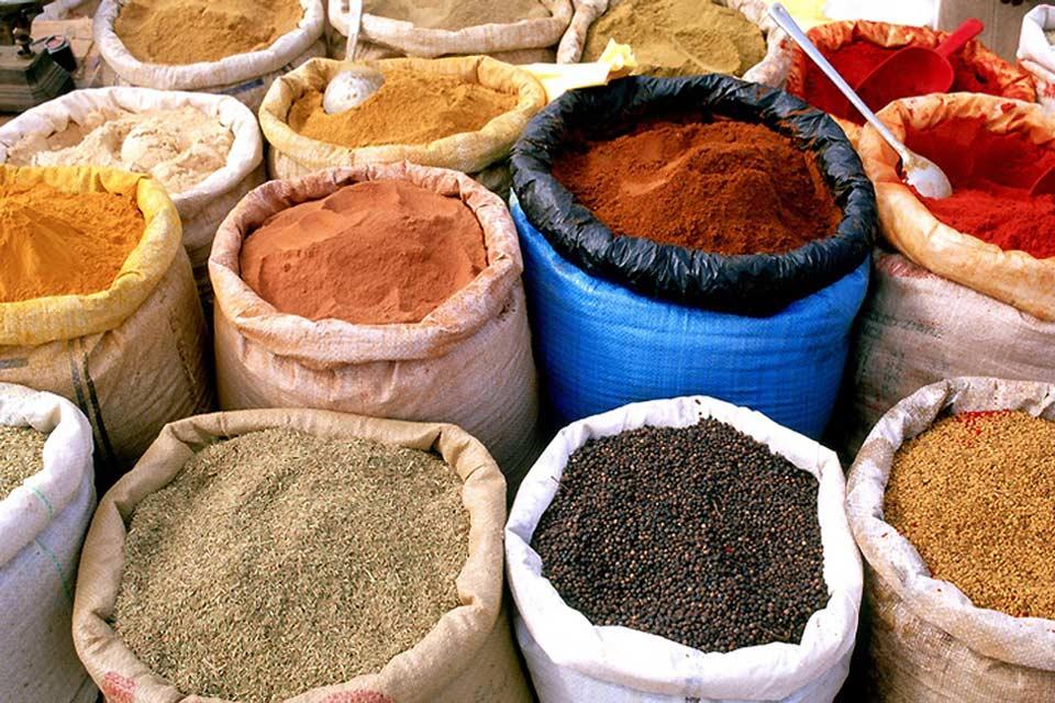 Come i suk della maggior parte delle città marocchine, anche quello di Ouarzazate è un tripudio di aromi.