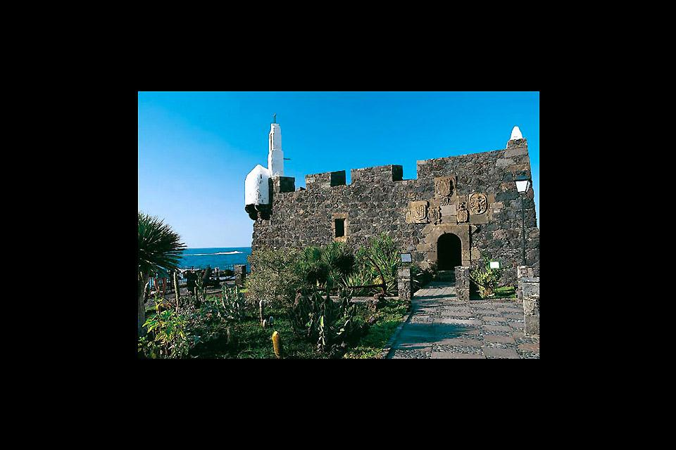 It was built next to the sea in the 16th century to ward off pirate attacks.