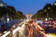 Con sus elegantes boutiques, la avenida más hermosa del mundo es un lugar de obligada visita cuando se viaja a París.