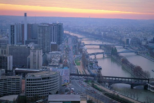 París cuenta con 37 puentes sobre el Sena.