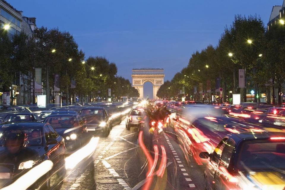 While visiting Paris, you simply cannot pass on visiting the most beautiful avenue in the world and its chic boutiques.