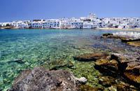 From mountains to fishing villages and seaside resorts in deserted coves, Paros offers great diversity. This diversity can also be found in the island's hotel facilities. With the choice between a large seaside hotel, a charming little hotel, a facility which offers studios, apartments and bungalow rooms and a small family-run hotel in the village, there is something for all tastes. Bear in mind, though, ...