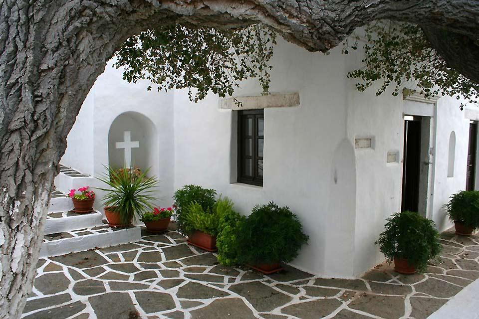 Questa chiesa, sull'isola di Paros, è la terza basilica paleocristiana della Grecia