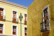 Puebla a été fondée par les Espagnols en 1531. Son centre historique comporte de nombreux bâtiments coloniaux.