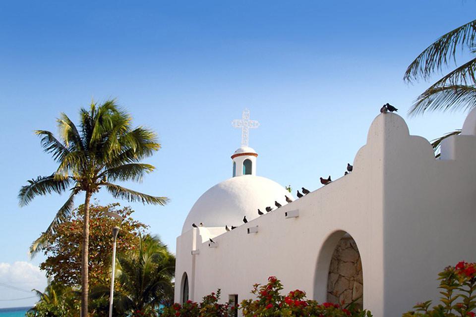 Molti innamorati trovano la Chiesa di Playa del Carmen il luogo ideale per il loro matrimonio dei sogni.