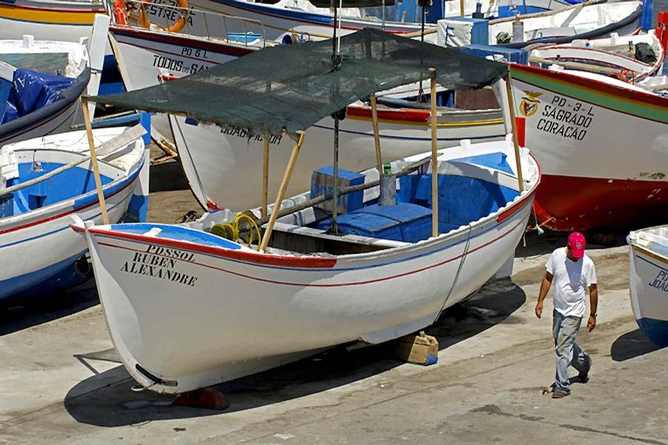 Ponta Delgada est à l'origine un petit village de pêcheurs, et cette tradition perdure, comme en témoignent les bateaux du port.