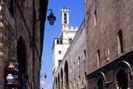 El Palacio de los Cónsules, construido entre 1332 y 1349 es uno de los edificios públicos más importantes de toda Europa.