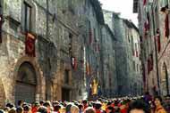 La Festa dei Ceri se celebra en Gubbio el 15 de mayo. Es, según la tradición, una celebración en honor de San Ubaldo Baldassini, obispo y patrón de la ciudad.