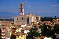 Perugia, capital de Umbría, es una ciudad llena de arte, historia y monumentos.