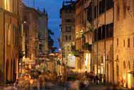 Corso Vannucci es la calle principal de Perugia, que además es peatonal. Es el lugar típico para darse un paseo por la ciudad.