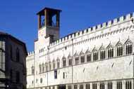 Construido en Perugia entre 1293 y 1443, el Palazzo dei Priori, sede del ayuntamiento aún hoy en día, es un ejemplo del arte del período comunal.
