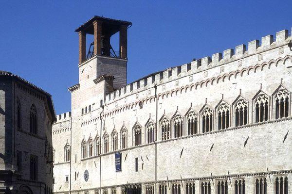 Der Palazzo dei Priori wurde in Perugia zwischen 1293 und 1443 gebaut, er ist noch heute als Rathaus der Sitz der Stadtoberen und ein Kunstbeispiel aus der Epoche der italienischen Stadtstaaten.