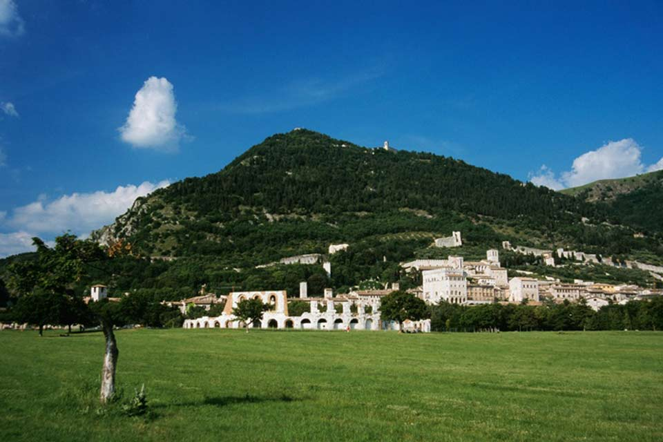 Gubbio is a lovely market town in Umbria, rich in history and located on the hillsides of Monte Ingino.