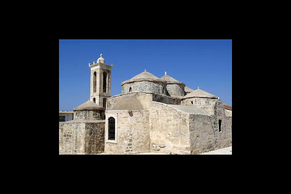 With its 5 domes, the church of Ayia Paraskevi was constructed in the style of the Justinian basilicas.