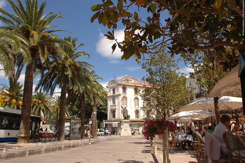 À Perpignan il fait bon vivre à se relaxer aux nombreuses terrasses des cafés.