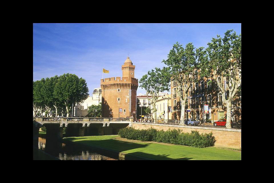 Le Castillet abrite aujourd'hui le Musée Catalan des Arts et Traditions Populaires. Le Castillet est formé du Grand Castillet et du Petit Castillet.
