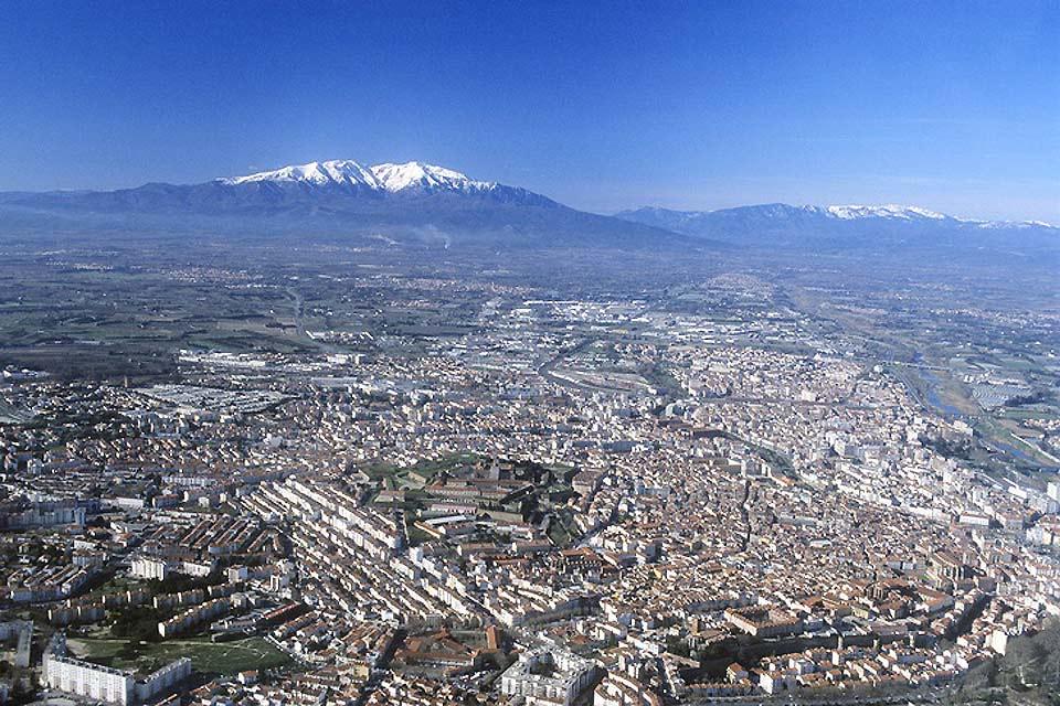 Le pic du Canigou est le point culminant du massif du Canigou et surplombe la vue à 2 784,66 mètres d'altitude. Le pic offre un magnifique panorama sur la plaine du Roussillon.