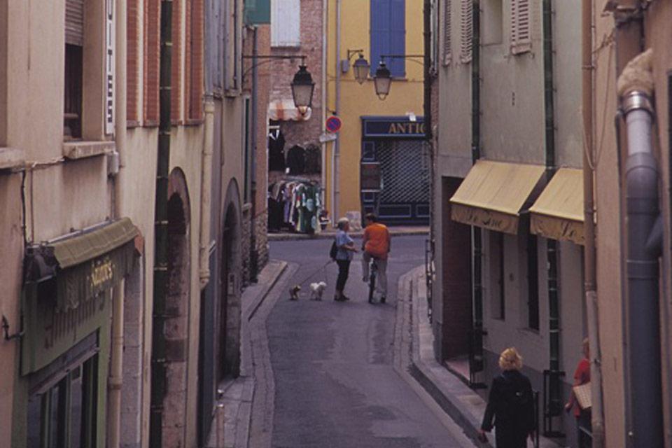 Ces petites ruelles se trouvent à Perpignan et renferment bon nombre de marchés, de bars ou encore de restaurants. Tout pour profiter du calme, loin de la circulation.