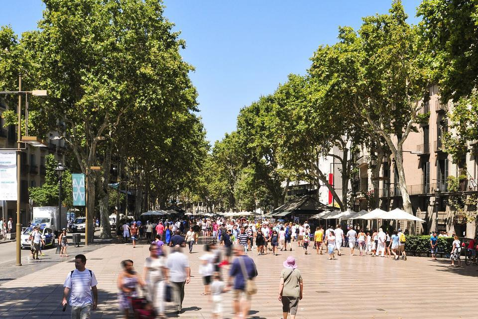 La Rambla, one of the most well-known avenues in Europe, makes it possible to reach the old port from Plaça de Catalunya.