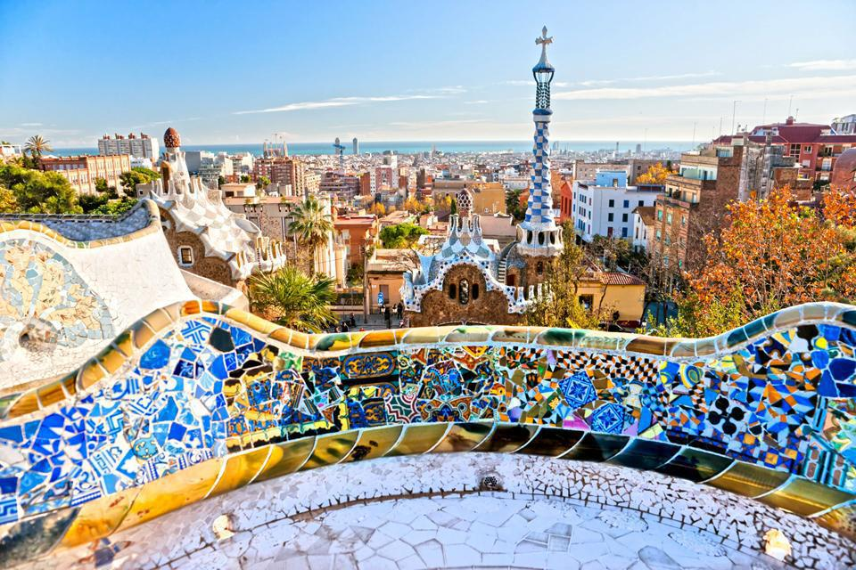 Park Güell, designed by Antoni Gaudi, has been listed as a UNESCO World Heritage Site since 1984. The original shapes of its structures pay tribute to nature.
