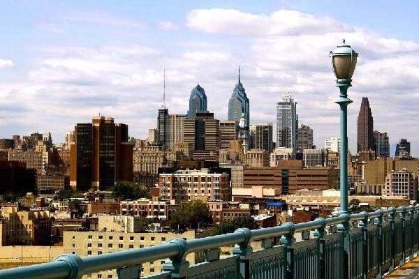 De par sa taille, Philadelphie n'a rien à voir avec les monstres touristiques que sont New-York ou Chicago. Pourtant, cette petite ville de la Côte Est a beaucoup d'atouts à faire valoir, parfois remarqués par de grands artistes à l'instar de Bruce Springsteen qui chantait les « Streets of Philadelphia ».  Bien qu'elle soit relativement petite en taille (on compte un peu plus d'1,5 million d'habitants), ...