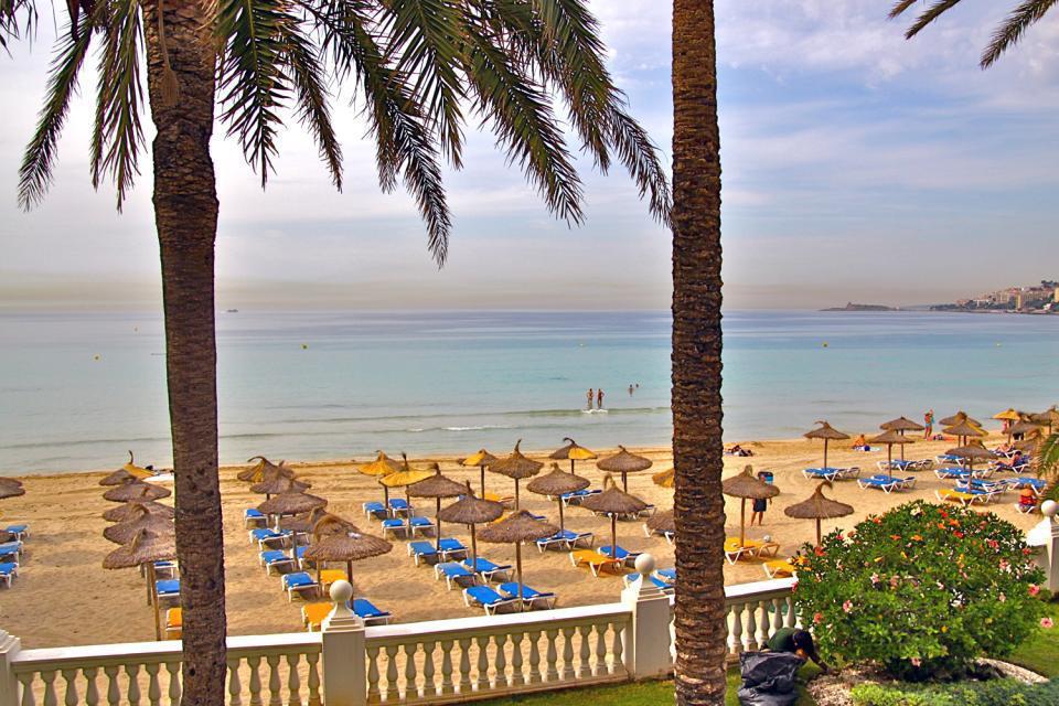 A flanc de falaise surplombant une adorable petite crique, Cala Major est une station résidentielle située à 5 km à l'ouest du centre de Palma de Majorque et de l'animation trépidante de ses bars et restaurants, soit 5 minutes en voiture....