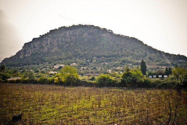 La montaña, en segundo plano, tiene una influencia notable sobre la imagen de la ciudad.