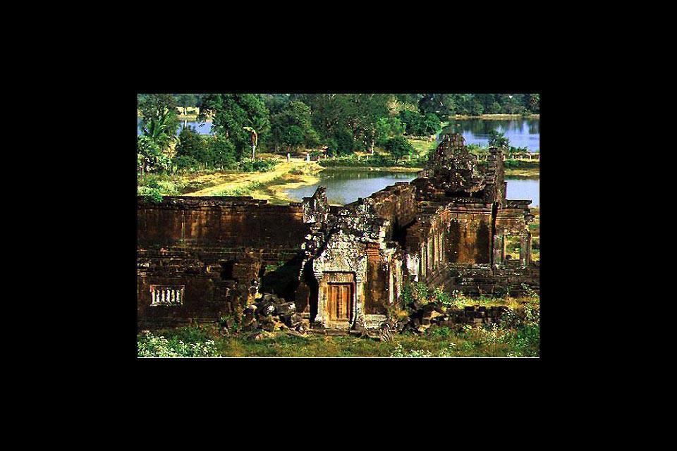 """An Wat Phu (""""Goldener Bergtempel"""") sind die Jahre nicht spurlos vorbeigegangen. Aber dank seiner Größe gibt es auch heute noch sehr schöne, bauliche Überreste zu entdecken."""