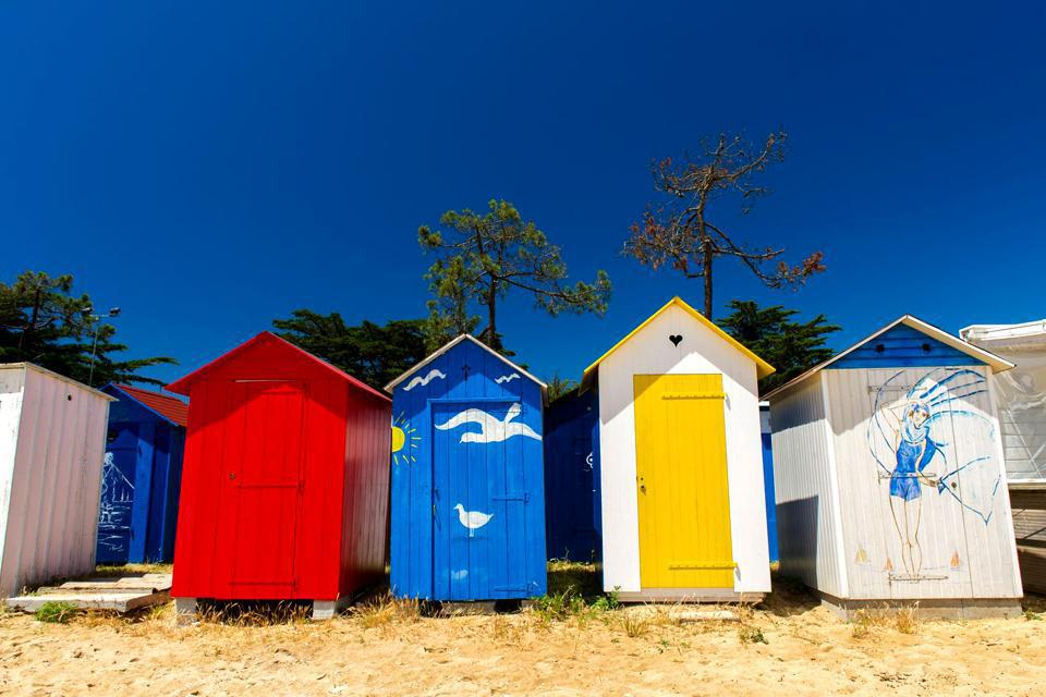 L'île d'Oléron, surnommée «la lumineuse», est la plus grande île française de la côte Atlantique. Elle est réputée pour ses magnifiques plages de sable fin ainsi que pour son environnement naturel d'exception. Cette île calme et reposante enchantera. De magnifiques promenades à pied, en vélo ou à cheval permettent de découvrir les forêts et les marais poitevins. L'île d'Oléron possède également un ...