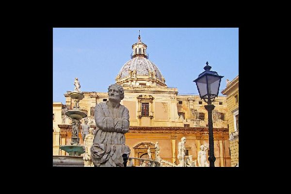 The Church of Santa Caterina, created between the 16th and 19th centuries, overlooks the Piazza Pretoria.