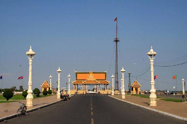 La capitale du Cambodge, Phnom Penh, est peuplée d'environ 2 milions d'habitants.
