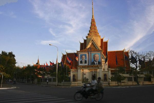 Centre économique et culturel, les transports à Phnom Penh desservent les différents lieux touristiques du pays.