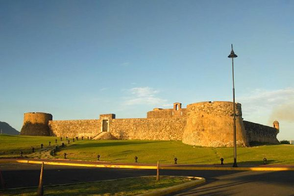 It was built in the 16th century to defend the port against pirate attacks.