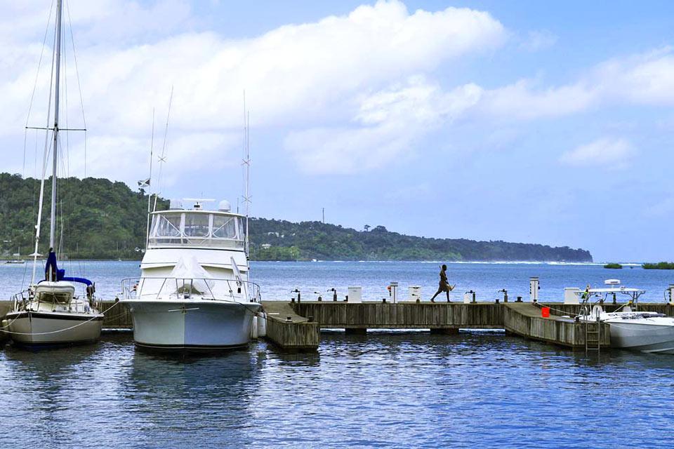 La città ospita il terzo porto più importante del paese.