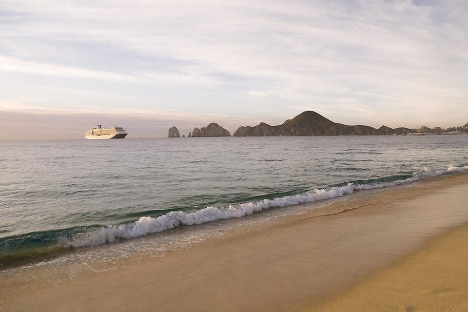 Los Cabos è uno dei cinque comuni della bassa california. La regione, grazie alle sue spiagge, viene soprannominata la Costa d'Oro del Messico.