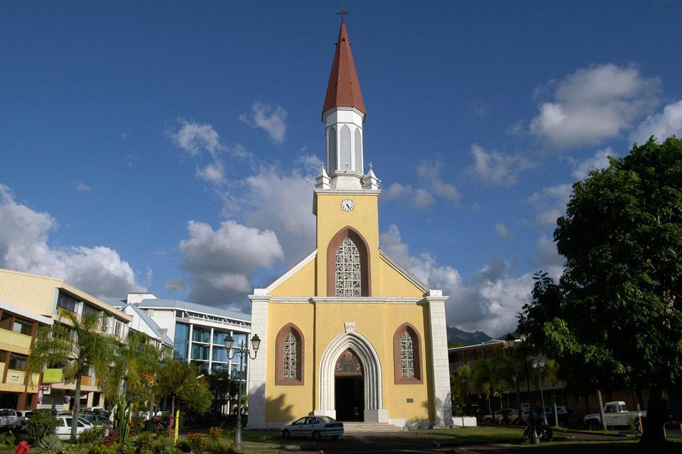 Papeete parvient à marier modernité et tradition dans une symbiose qui ne dénature pas la ville.
