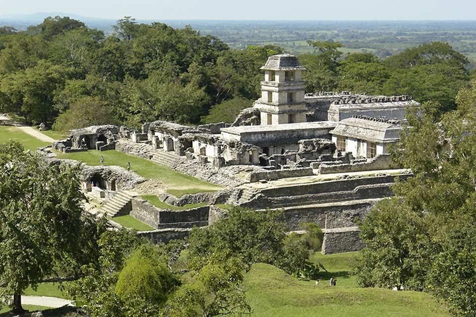 Palenque contiene alcune tra le più belle opere di architettura e scultura prodotte dai Maya