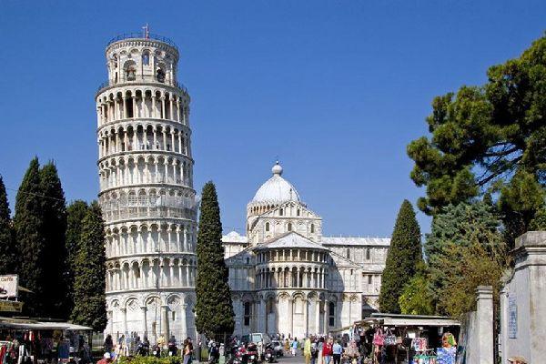 Il complesso architettonico di Piazza dei miracoli è il centro artistico più importante di Pisa, dichiarato patrimonio dell'Umanità dall'Unesco