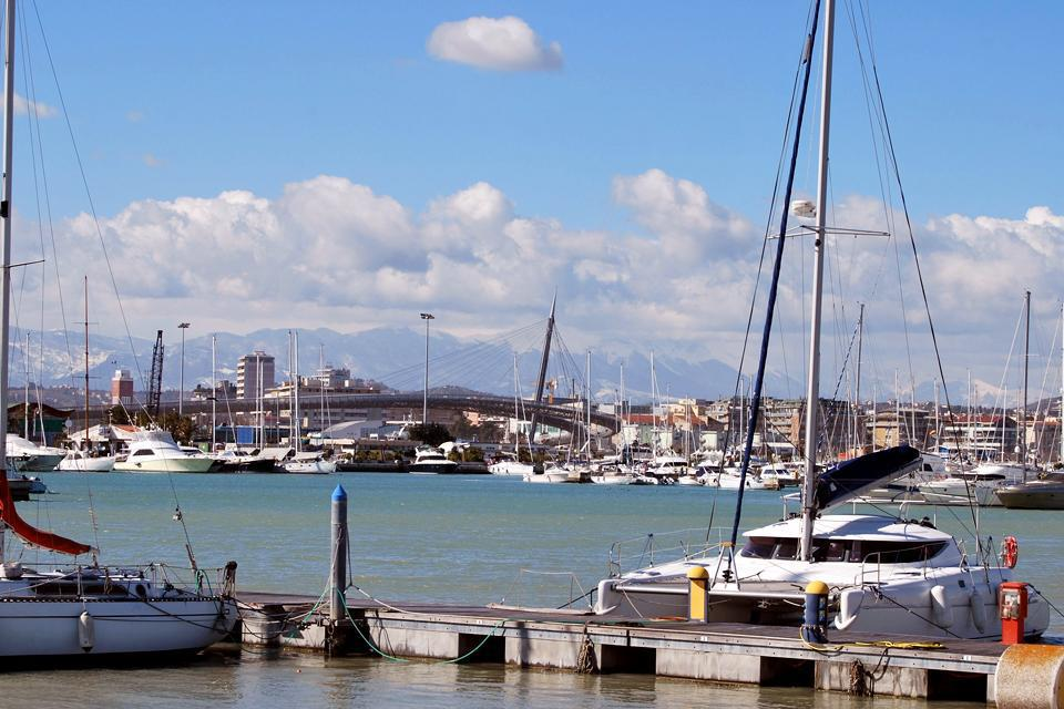 It is located on the Adriatic coast at the mouth of the Aterno-Pescara River