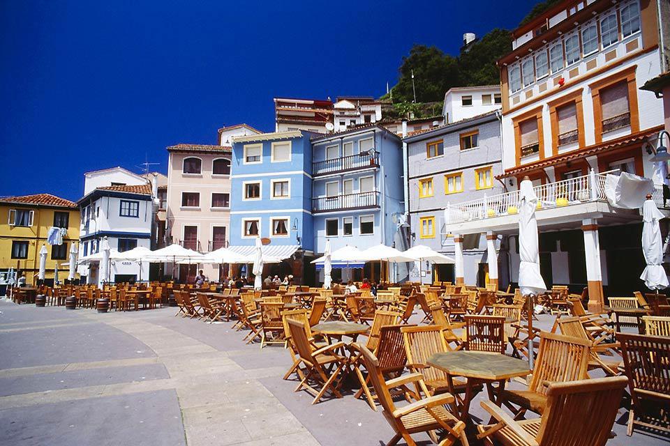 Cudillero est un petit port de pêche pittoresque situé sur le versant d'une montagne.