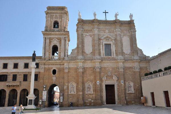 La cattedrale di Brindisi fu costruita tra l'XI e XII secolo.