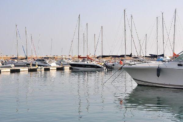 Il porto naturale sull'adriatico e la sua fortunata posizione hanno rivestito una grande importanza nella storia della città