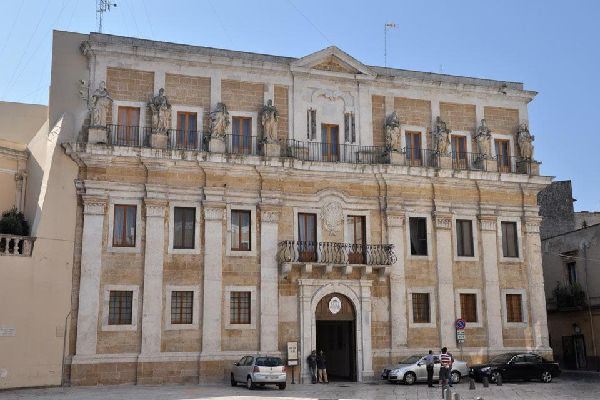 The Seminary, located on the Piazza Duomo, represents the finest example of the baroque style in this Salento city