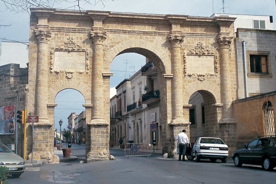 Brindisi is an ancient city that served as an important crossroads between Italy and the Middle East, as evidenced by its great artistic treasures