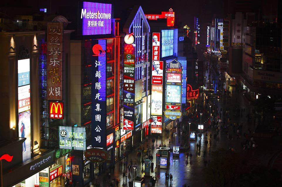 Eine Mini-Kreuzfahrt bietet die Gelegenheit, die Bedeutung Shanghais als weltweit führende Hafenstadt besser einzuschätzen.