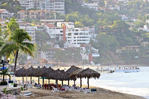 La plage de Los Muertos est un endroit très convoité par les touristes.
