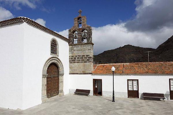 Podrás visitar varios puntos de interés como la iglesia de Santo Domingo, el Molino de agua o el museo etnográfico.