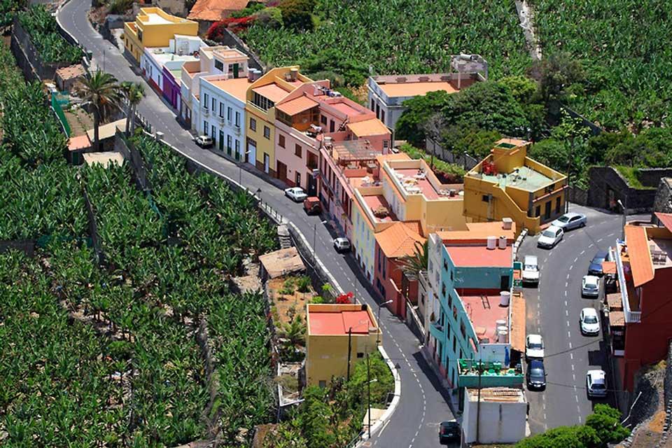 Hermigua is nestled in verdant surroundings north of La Gomera.