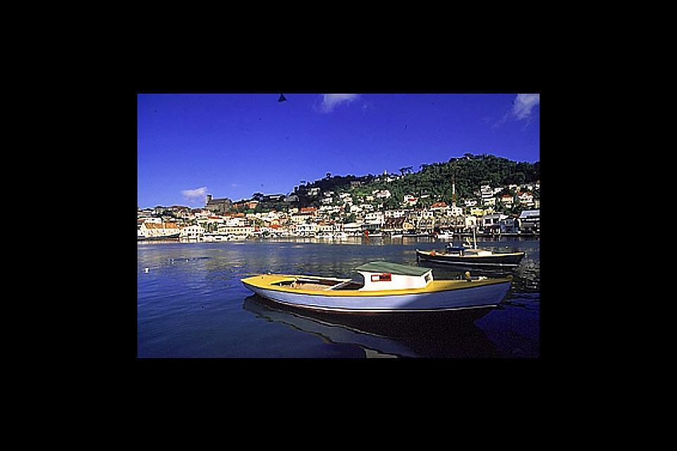 Saint George's est la capitale de Grenade, qui a été construite par les français. Elle est située au sud de l'île.