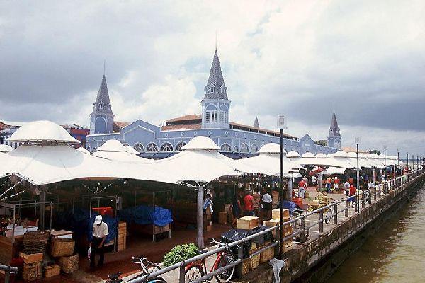 The Verr-O-Peso, the municipal market held on the docks, runs along Guajará bay.